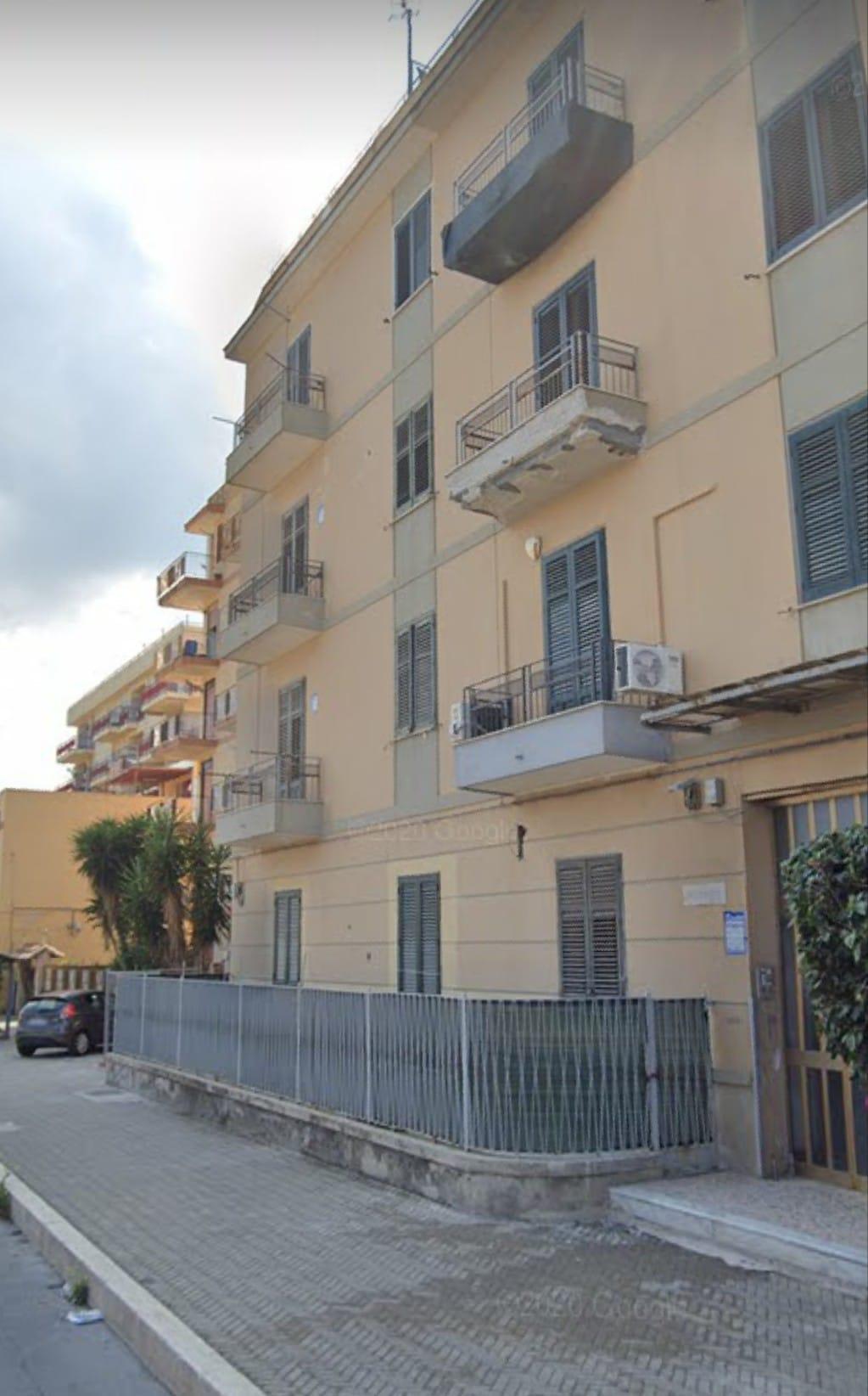 AMPIO BIVANI Via Messina Marine PIANO TERRA