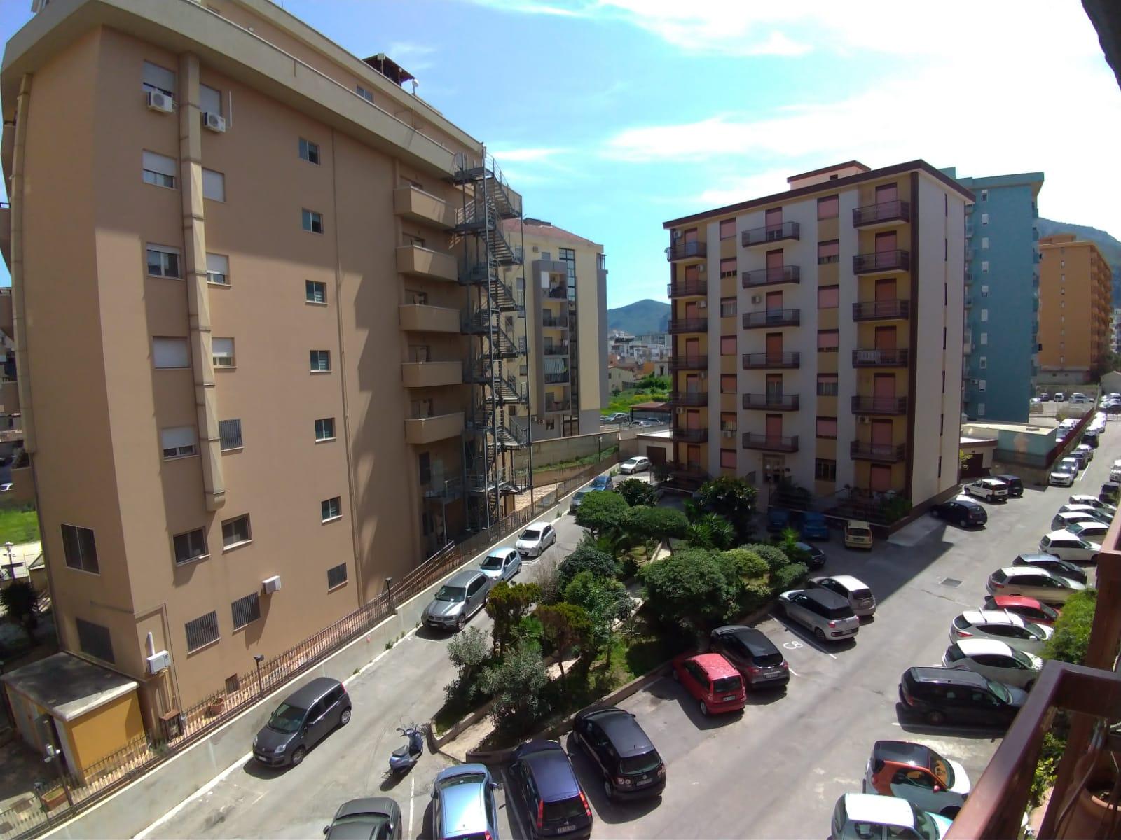 3VANI in residence V.MESSINA MARINE con posto AUTO